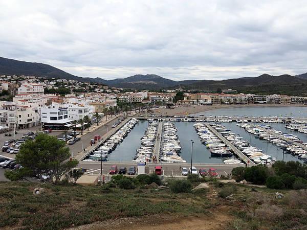 Llançà7ce70-021_El_port_de_Llanca_des_del_Castellar.JPG