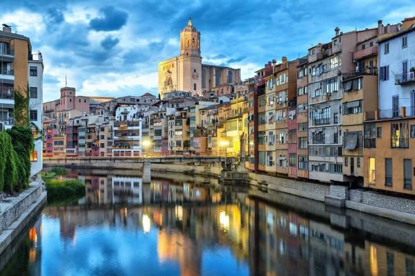 Mysteries & Legends Free Tour Girona