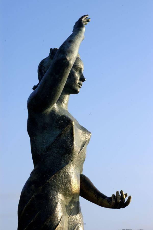 Dona Marinera monument