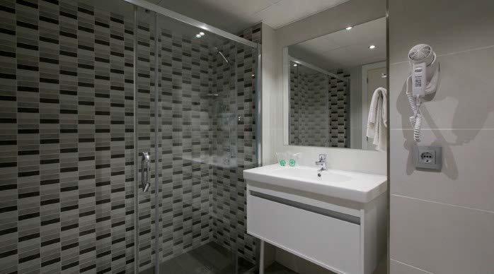 Bathroom monterrey hotel platja daro